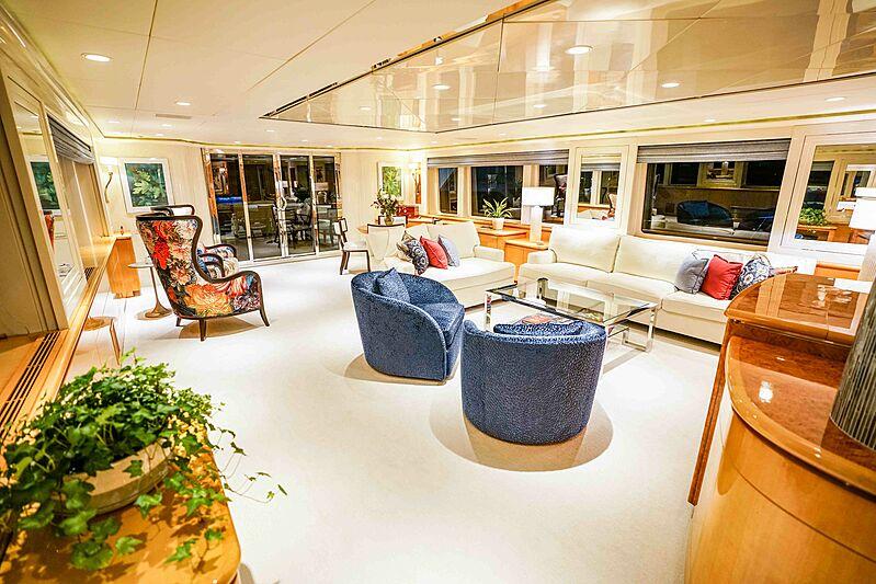 Wonderland yacht saloon