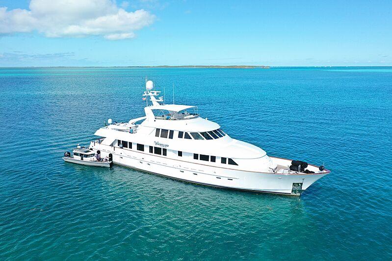 Wonderland yacht anchored