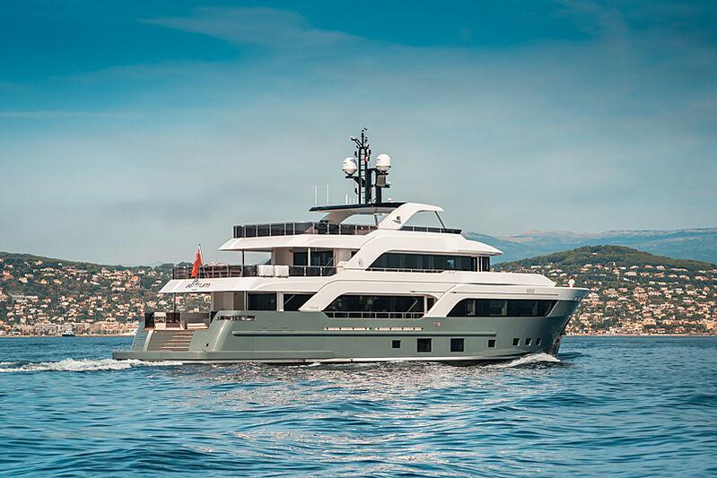 Astrum yacht cruising