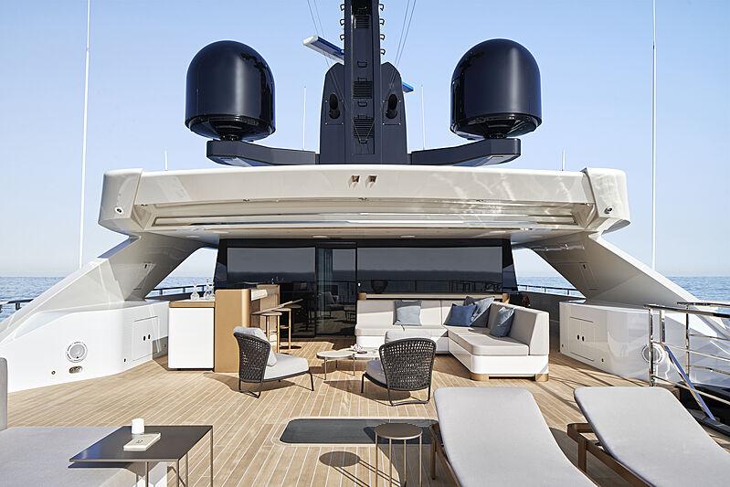 Cloud 9 yacht bridge deck aft