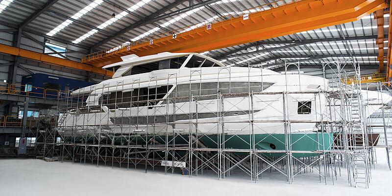 Horizon FD92 Tri-deck hull 21 in build Kaoshsiung