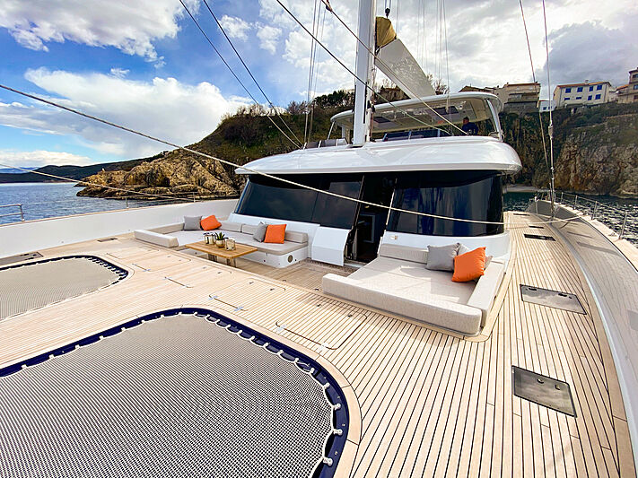 Fantastic Too yacht foredeck