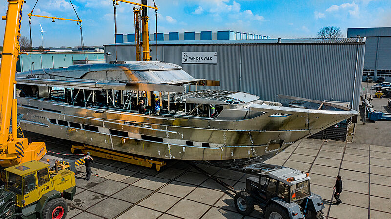 Blue Jeans yacht marriage of hull and superstructure
