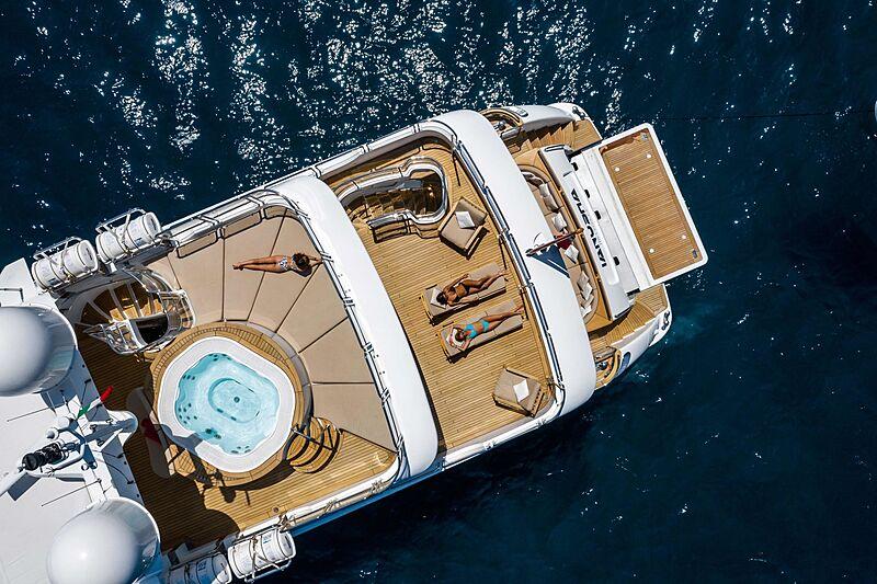 Tanusha yacht stern aerial