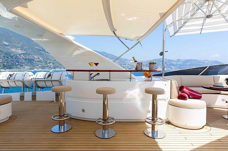 Tanusha yacht bar