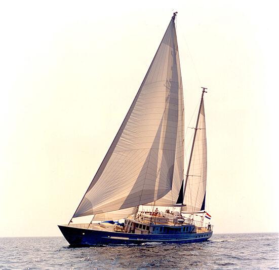 Colombaio Sun sailing