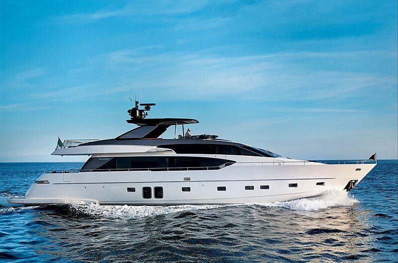 Sanlorenzo SL86 yacht cruising