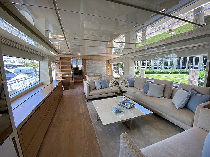 Energy yacht saloon