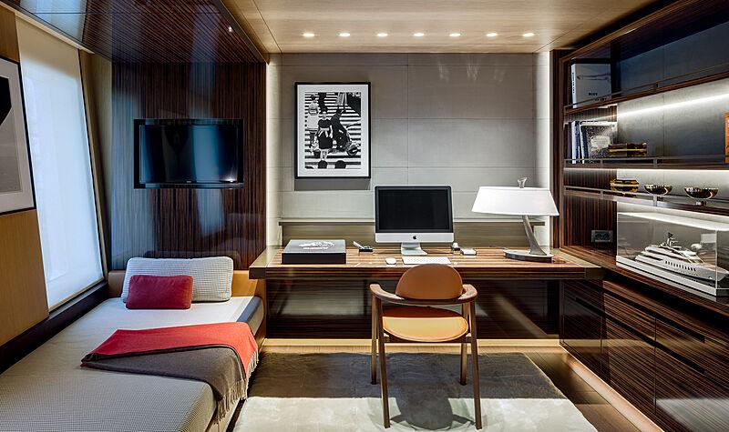 Halo yacht study room