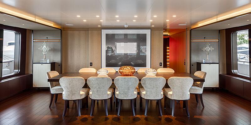 Halo yacht dining