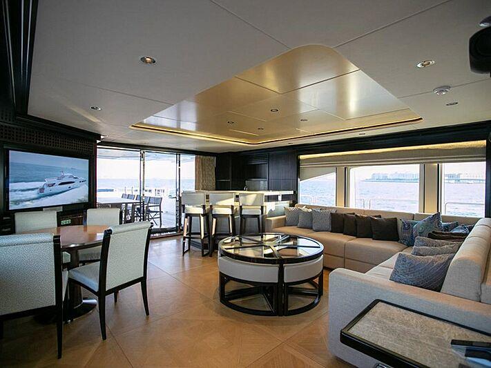 Shamal yacht saloon
