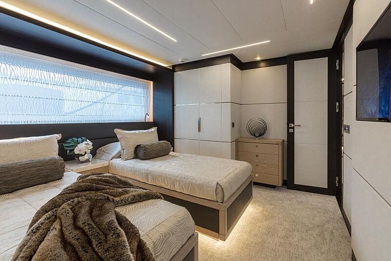 G-G yacht stateroom