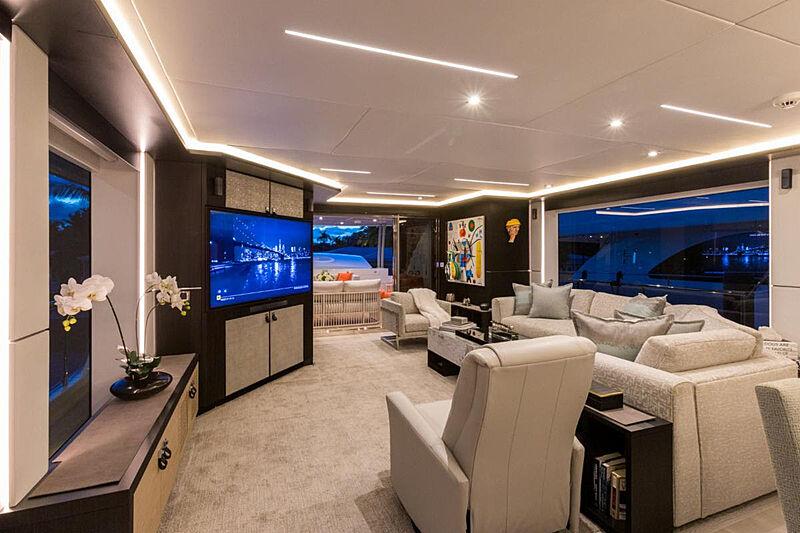 G-G yacht saloon
