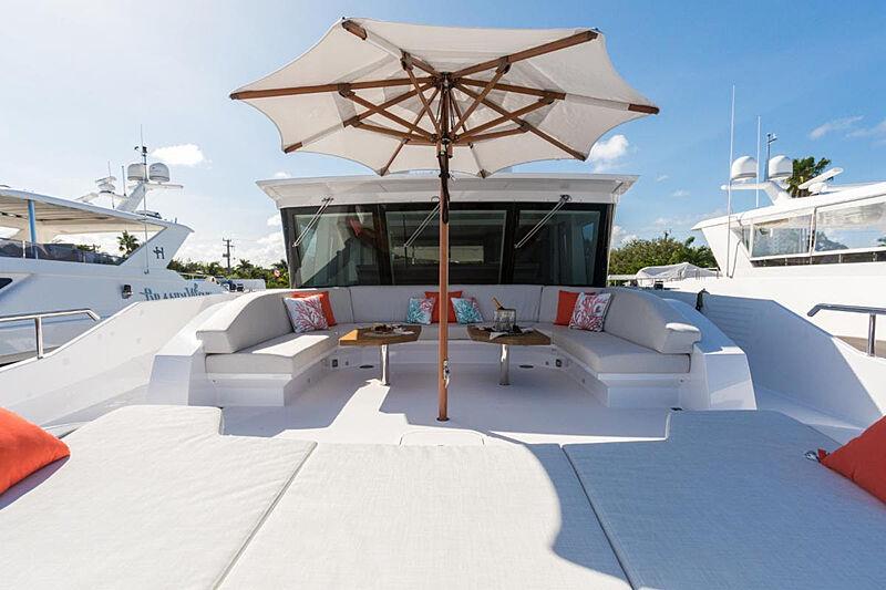G-G yacht sun deck