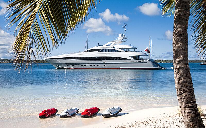 G3 yacht anchored
