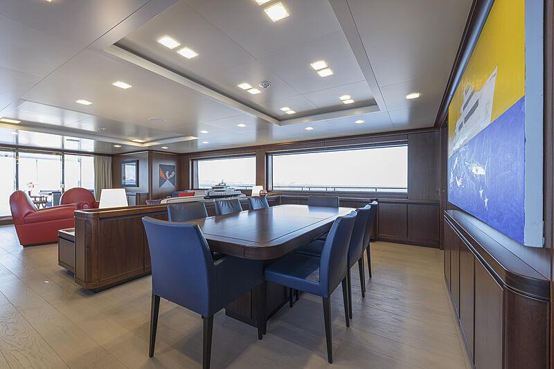 Crowbridge yacht dining