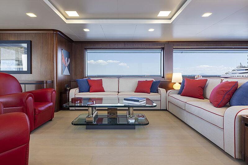 Crowbridge yacht saloon