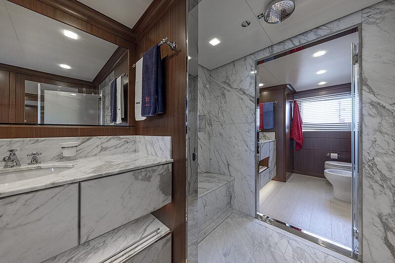 Crowbridge yacht bathroom
