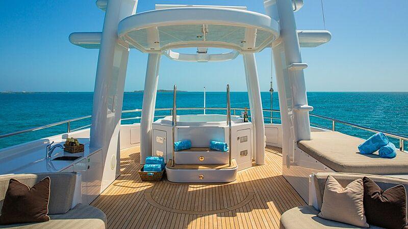 Starship yacht jacuzzi