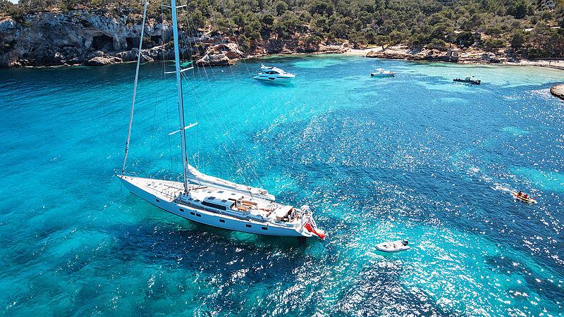 Elton yacht anchored