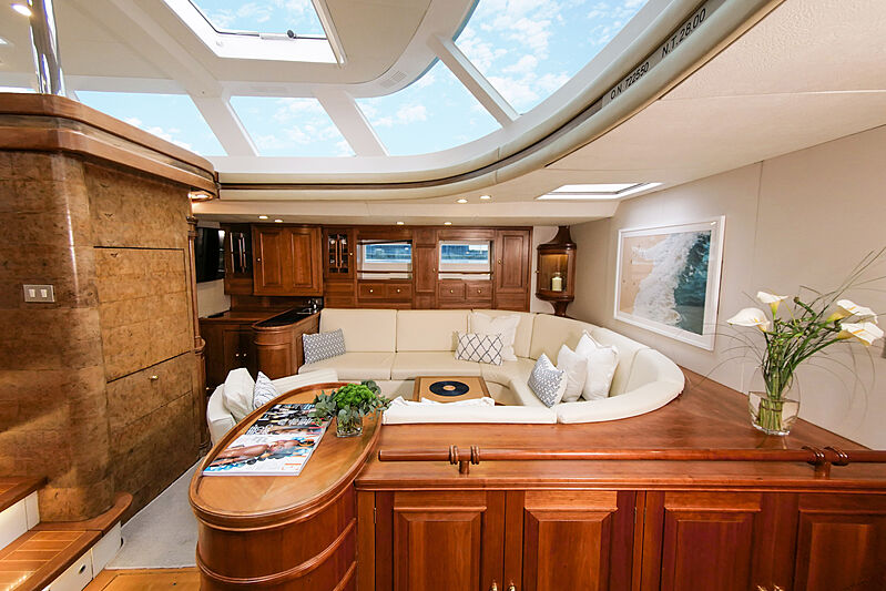 Elton yacht saloon