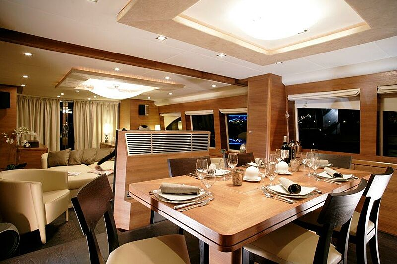 Sun Shine 1 yacht dining
