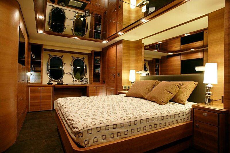 Sun Shine 1 yacht stateroom