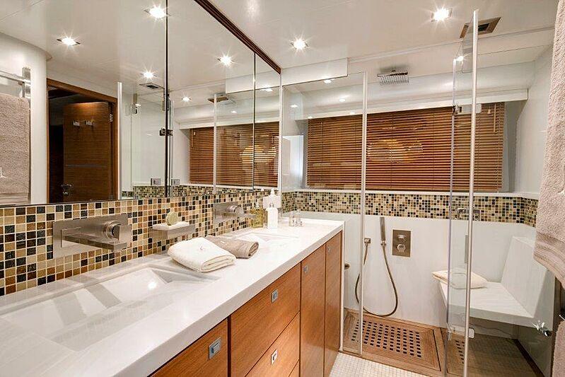 Sun Shine 1 yacht bathroom