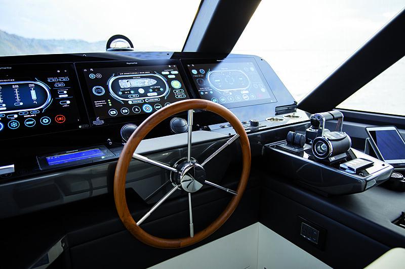 Azimut Magellano 25 Metri wheelhouse