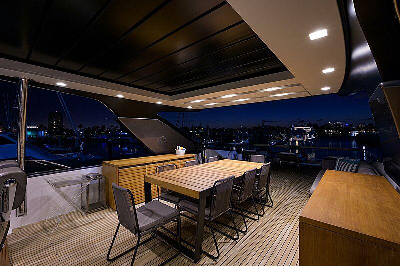 STAE yacht flybridge
