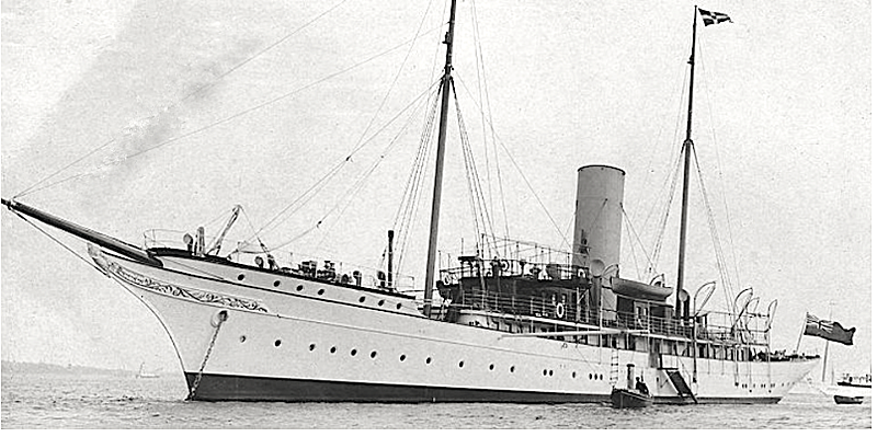 Jeannette yacht anchored