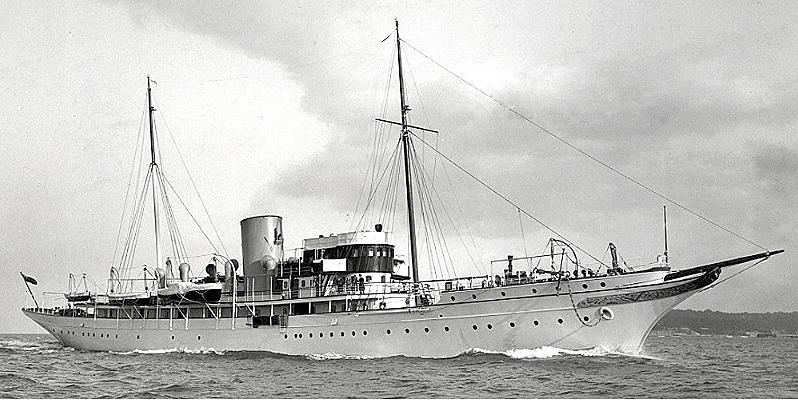 Nahlin yacht cruising