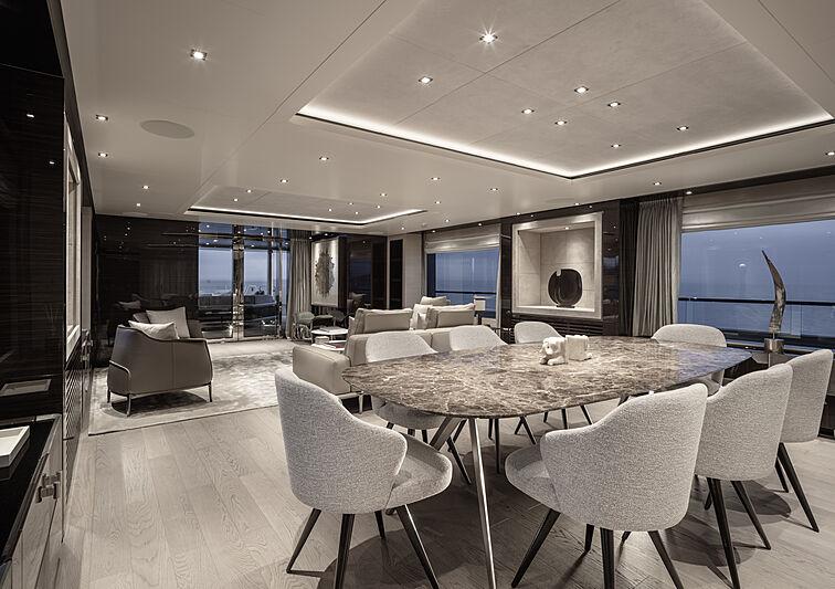 RJ yacht dining