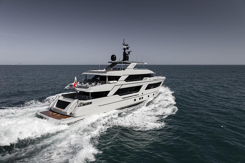 RJ yacht cruising
