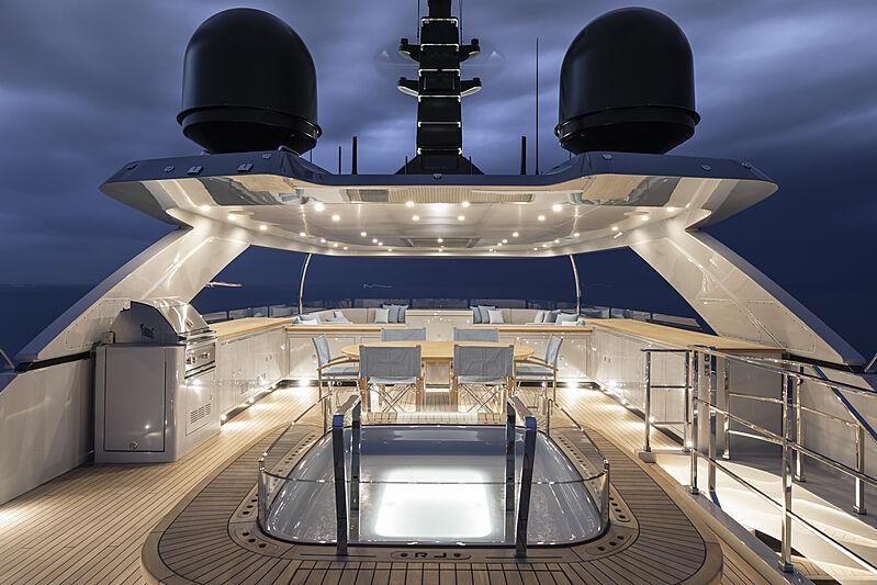 RJ yacht upper deck