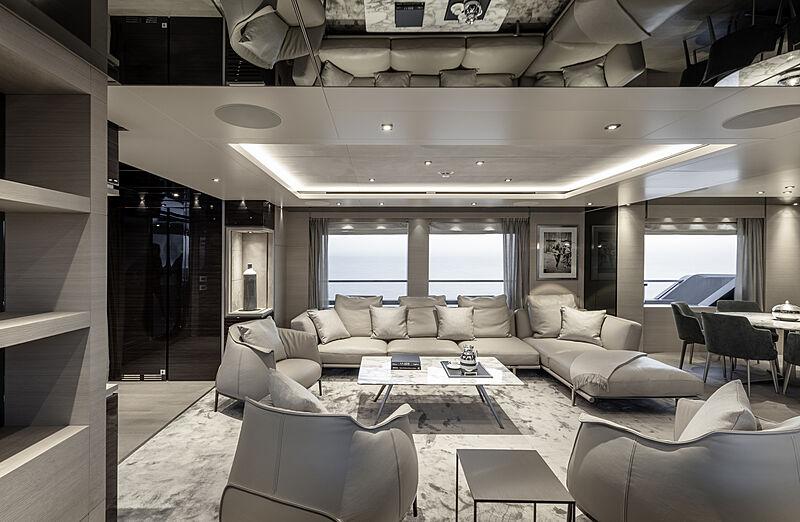 RJ yacht saloon