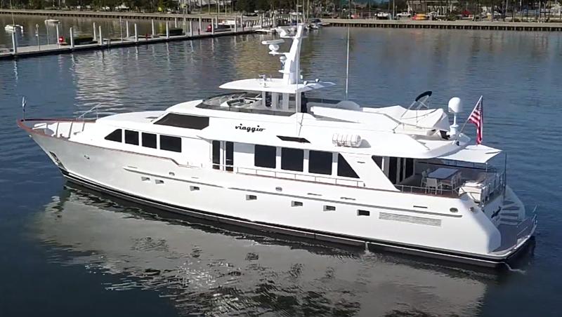 Viaggio yacht anchored