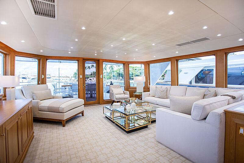 Viaggio yacht saloon