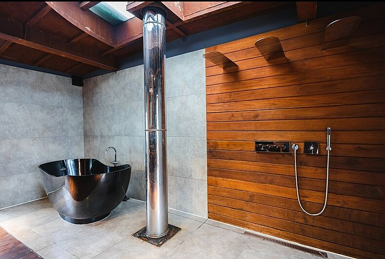 Dot yacht bathroom