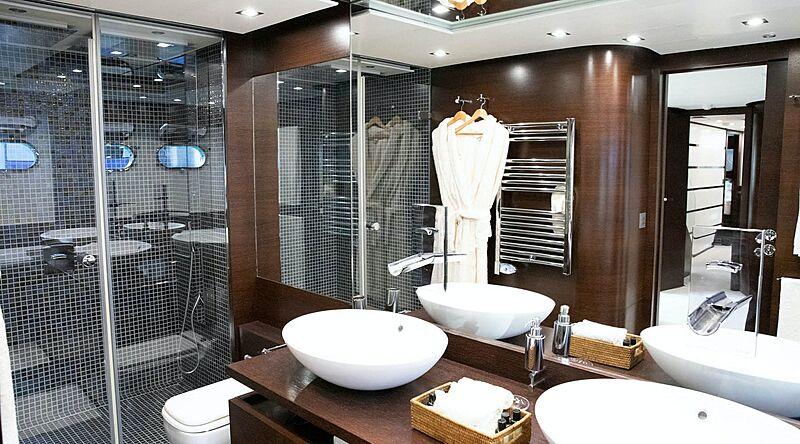 Parenthesis yacht bathroom