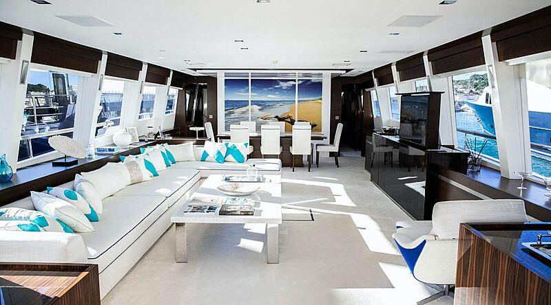 Parenthesis yacht saloon