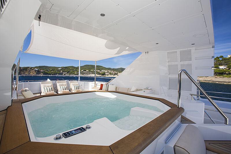 MQ2 yacht jacuzzi