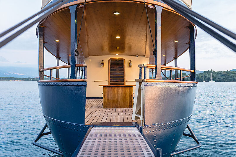 Seagull II yacht stern