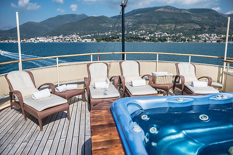 Seagull II yacht jacuzzi
