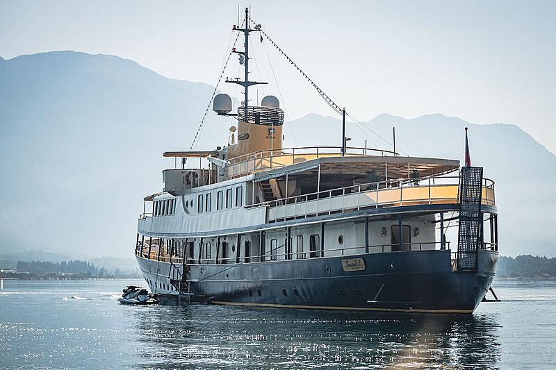 Seagull II yacht anchored
