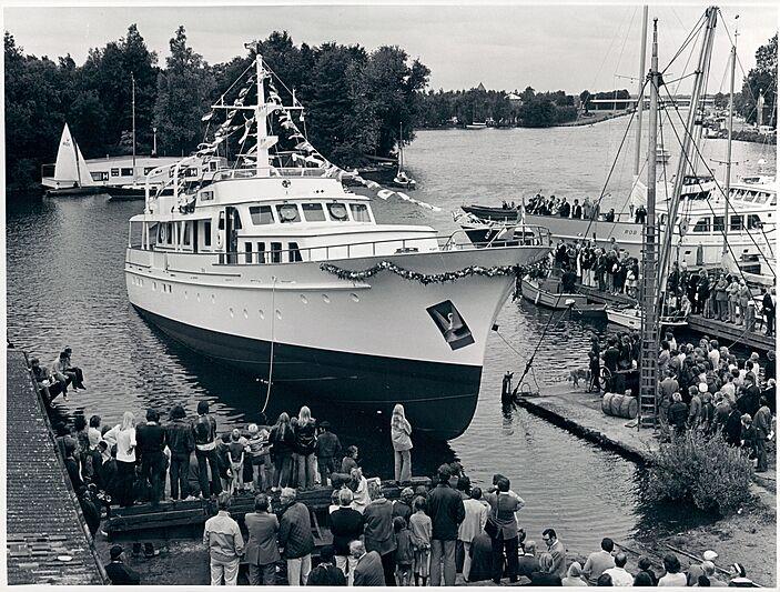 Dora B yacht launch