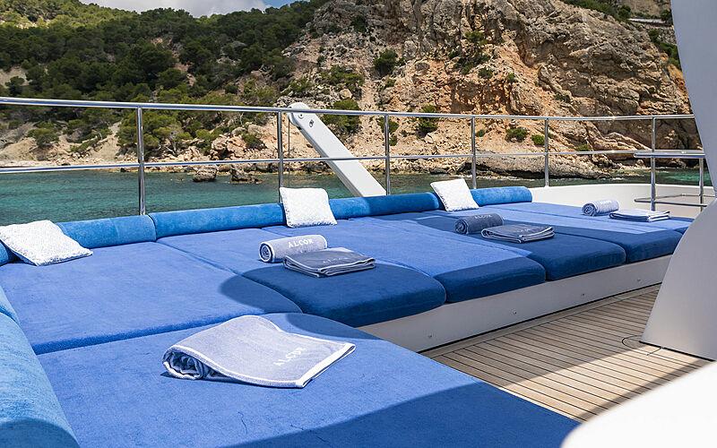 Alcor yacht sun deck