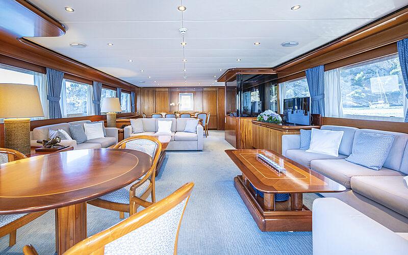 Alcor yacht saloon
