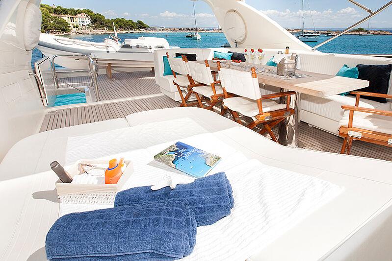 Jurik yacht top deck