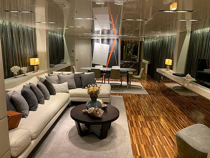 Rebessa yacht saloon